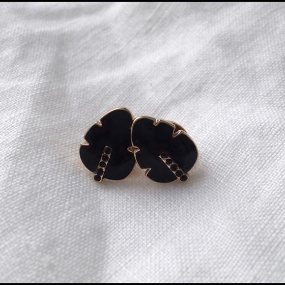 Super cute black leaf stud earrings